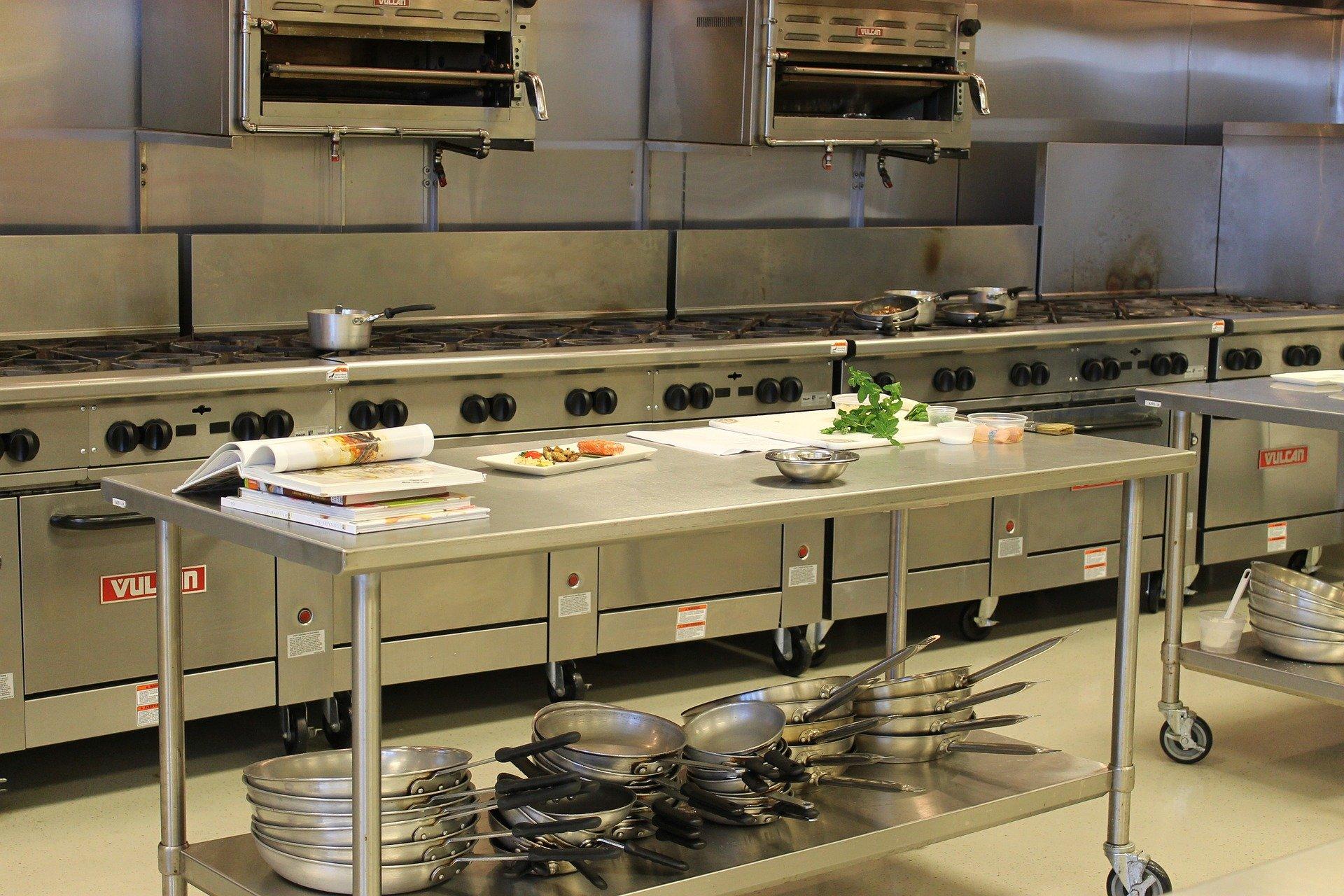 Limpar a Cozinha Industrial: o desafio do dia a dia.
